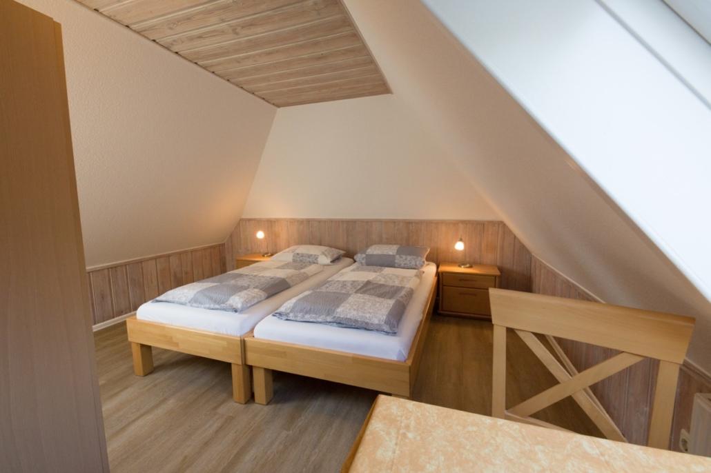 Schlafzimmer -1